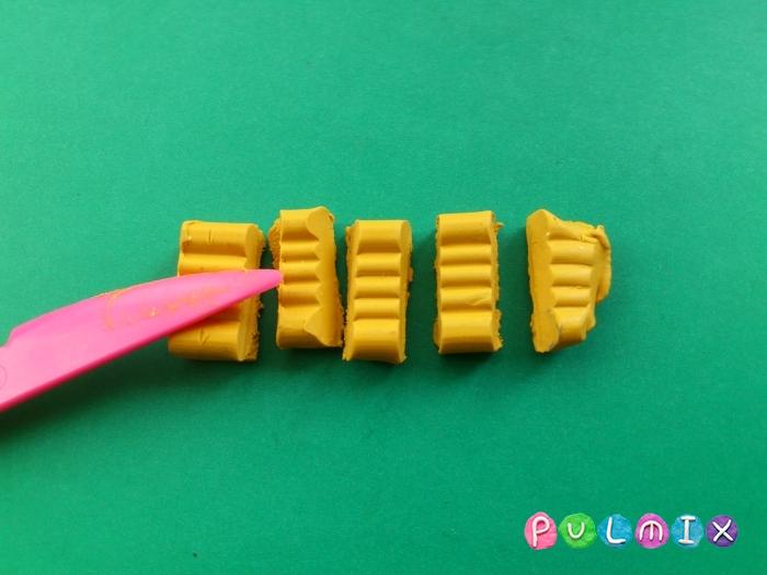 Как сделать бананы из пластилина поэтапно - шаг 2