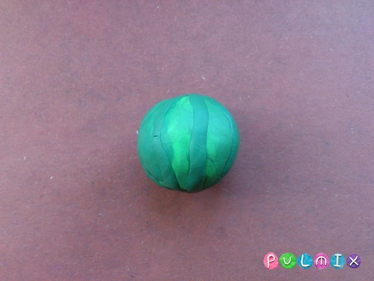 Как слепить арбуз в разрезе из пластилина - шаг 7