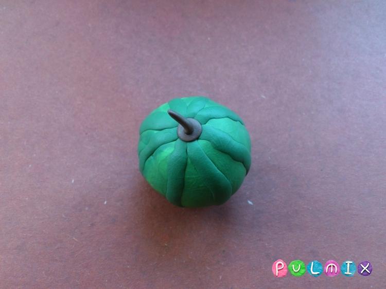 Как слепить арбуз в разрезе из пластилина - шаг 8