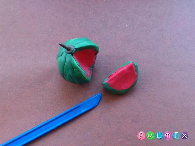 Как слепить арбуз в разрезе из пластилина - шаг 9