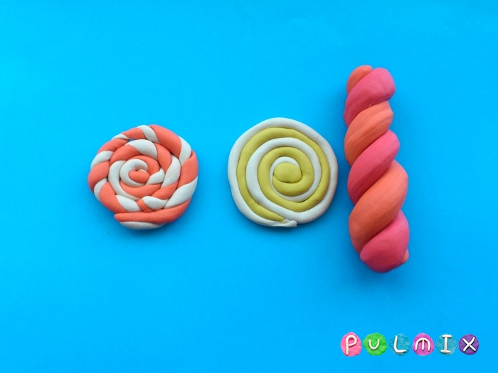 Как слепить из пластилина конфеты на палочке - шаг 10