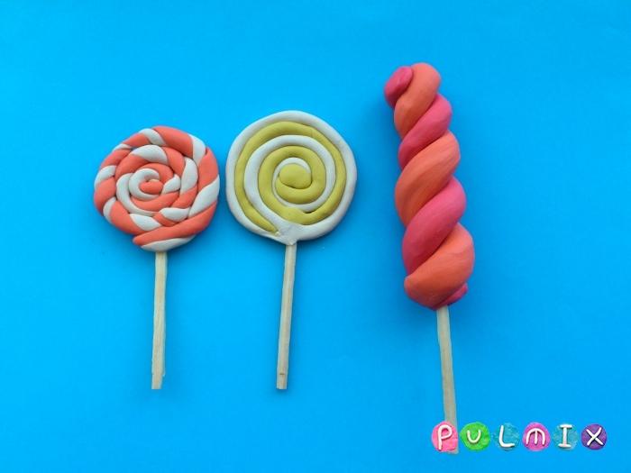 Как слепить из пластилина конфеты на палочке - шаг 11