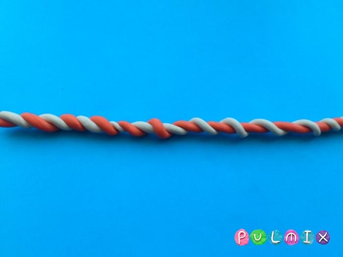 Как слепить из пластилина конфеты на палочке - шаг 3