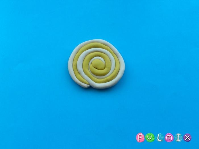 Как слепить из пластилина конфеты на палочке - шаг 7