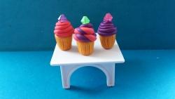 Как слепить кексы из пластилина поэтапно