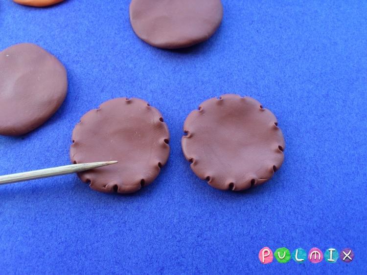 Как слепить кукольную еду печенье из пластилина поэтапно - шаг 4