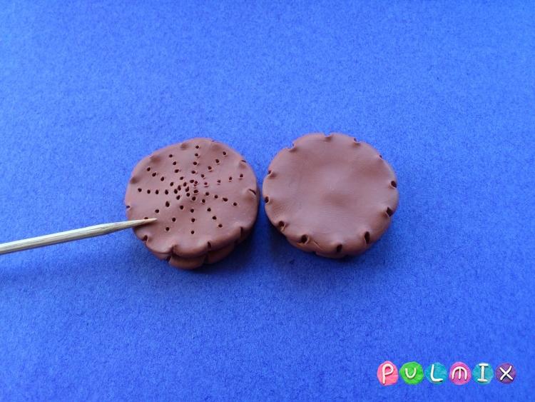 Как слепить кукольную еду печенье из пластилина поэтапно - шаг 6