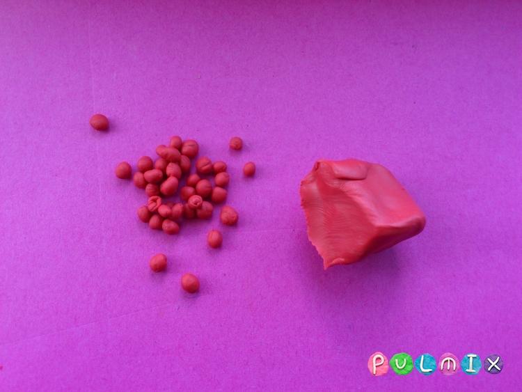 Как слепить малину из пластилина поэтапно - шаг 2
