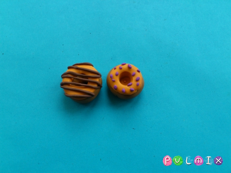 Как слепить пончики для кукол из пластилина поэтапно - шаг 6