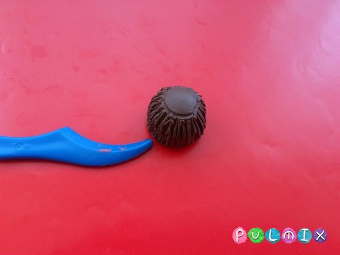 Как слепить шоколадные конфеты из пластилина - шаг 4