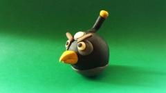 Лепим из пластилина Чёрную птицу (Бомб) из игры Энгри Бердз