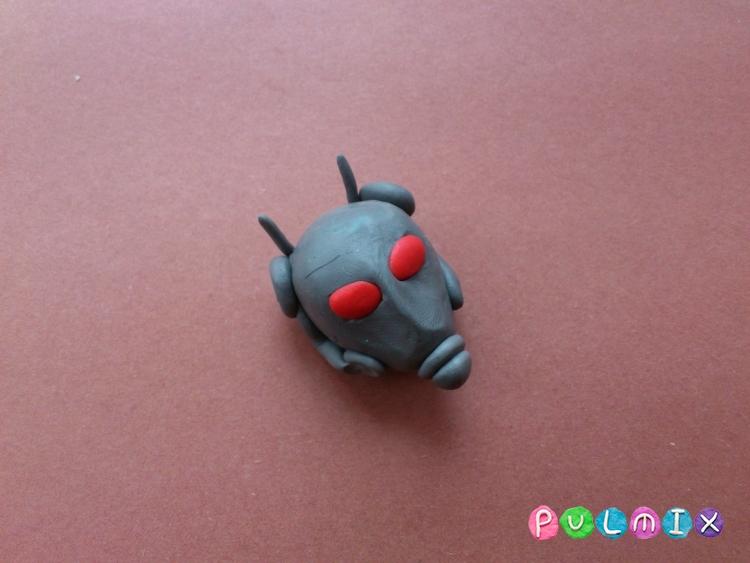 Как слепить человека-муравья из пластилина - шаг 4