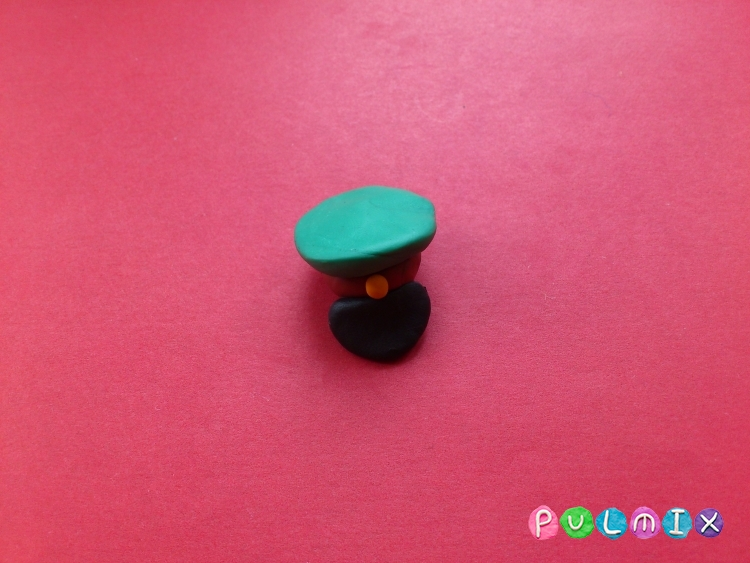 Как слепить солдата из пластилина - шаг 4