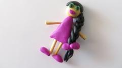 Как легко слепить девочку с длинной косичкой из пластилина и зубочистки