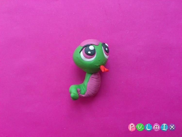 Как слепить пет шопа змейку из пластилина - шаг 10