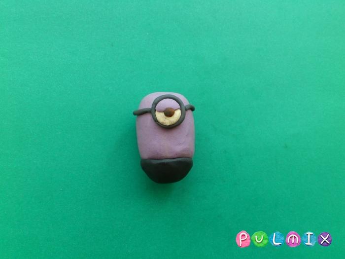 Как лепить из пластилина фиолетового миньона - шаг 4