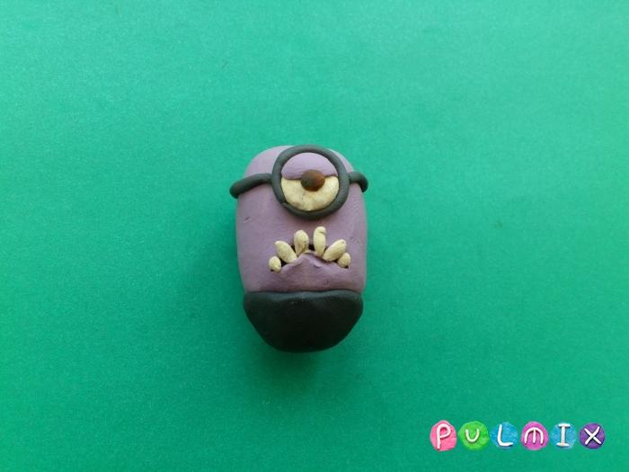 Как лепить из пластилина фиолетового миньона - шаг 5