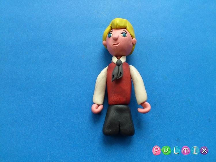Как сделать Малыша из пластилина героя Малыш и Карлсон - шаг 10