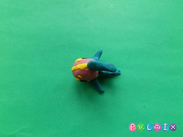 Как слепить Pet Shop рыбку из пластилина поэтапно - шаг 6