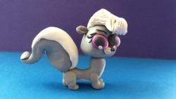 Как слепить Pet Shop скунса Пеппера из пластилина поэтапно