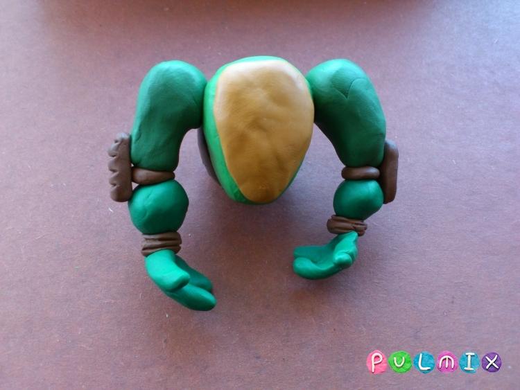 Как слепить черепашку-ниндзя Леонардо из пластилина поэтапно - шаг 12