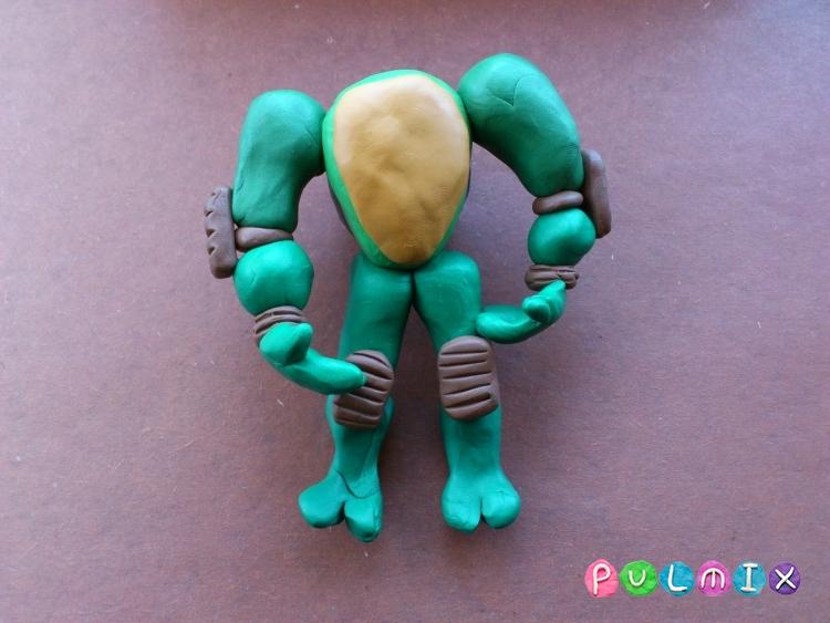 Как слепить черепашку-ниндзя Леонардо из пластилина поэтапно - шаг 15