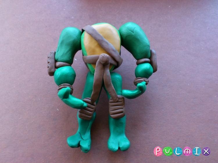 Как слепить черепашку-ниндзя Леонардо из пластилина поэтапно - шаг 16
