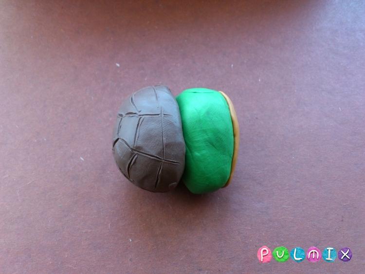 Как слепить черепашку-ниндзя Леонардо из пластилина поэтапно - шаг 9