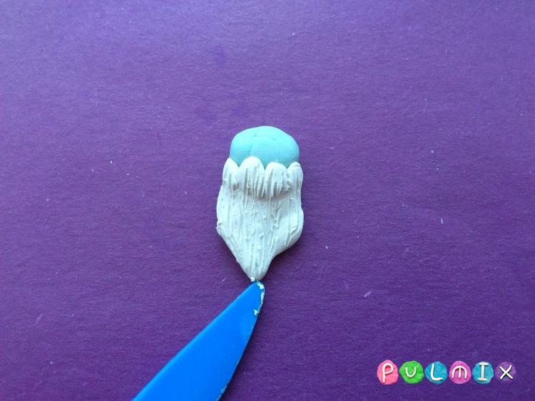 Как слепить Ледяного короля из пластилина поэтапно - шаг 4