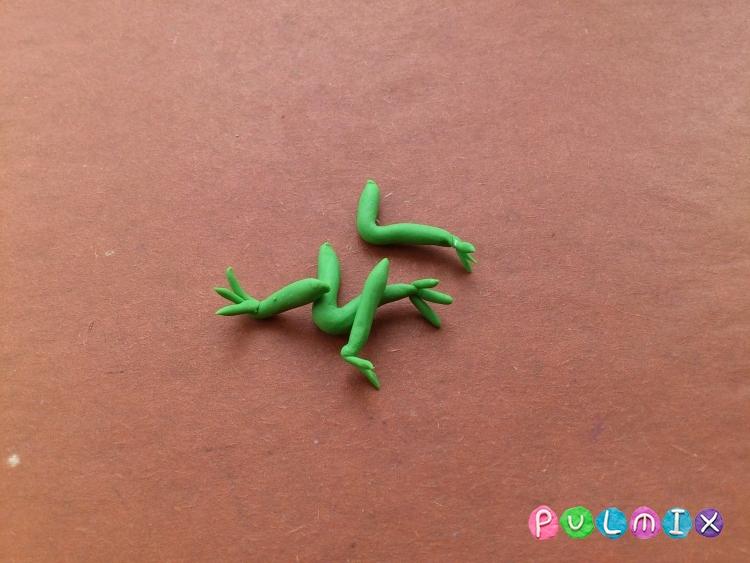 Как слепить лягушку Pet Shop из пластилина поэтапно - шаг 6