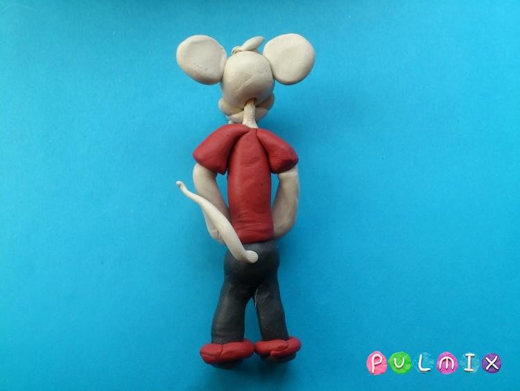 Лепим из пластилина белую мышку из мульт-ма Кот Леопольд - шаг 13