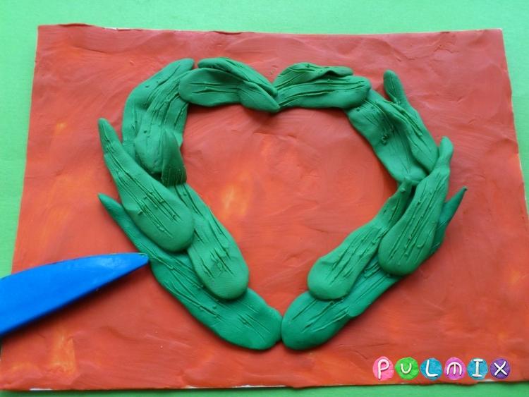 Как слепить открытку валентинку из пластилина своими руками - шаг 5