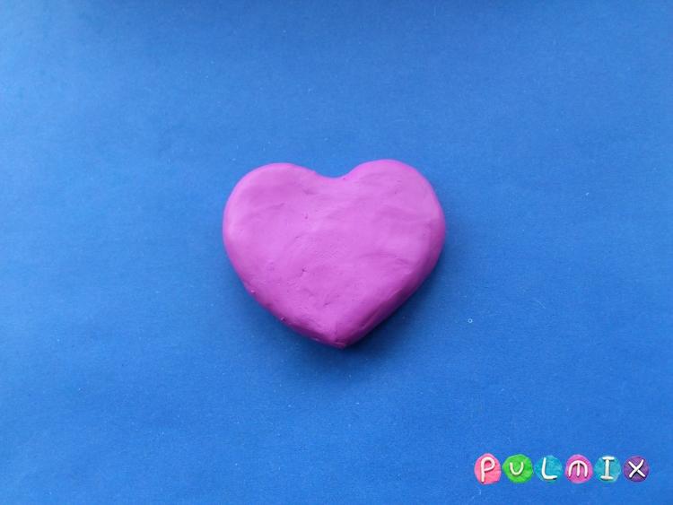 Как слепить сувенир сердечко из пластилина своими руками - шаг 2