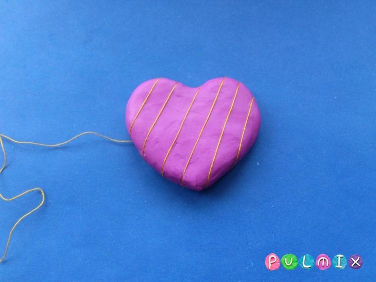 Как слепить сувенир сердечко из пластилина своими руками - шаг 3