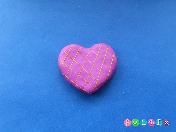 Как слепить сувенир сердечко из пластилина своими руками - шаг 4