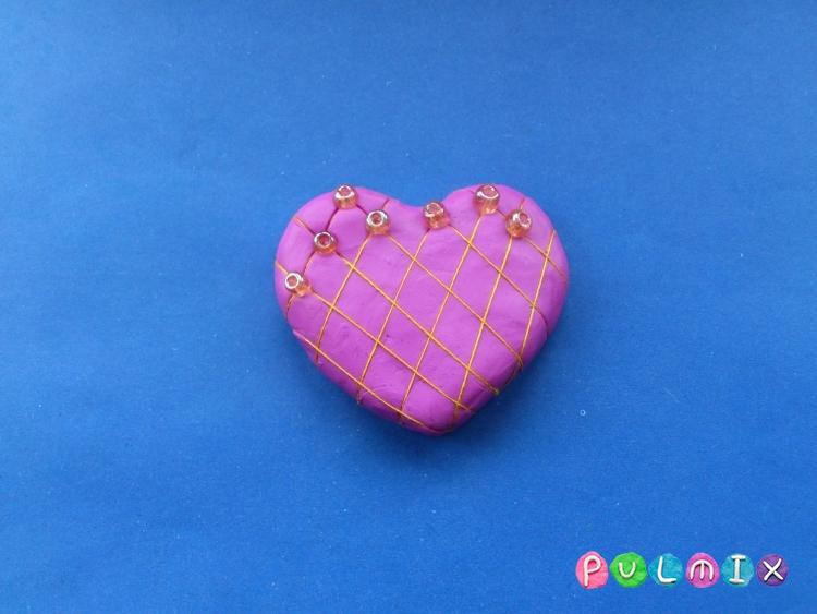 Как слепить сувенир сердечко из пластилина своими руками - шаг 5