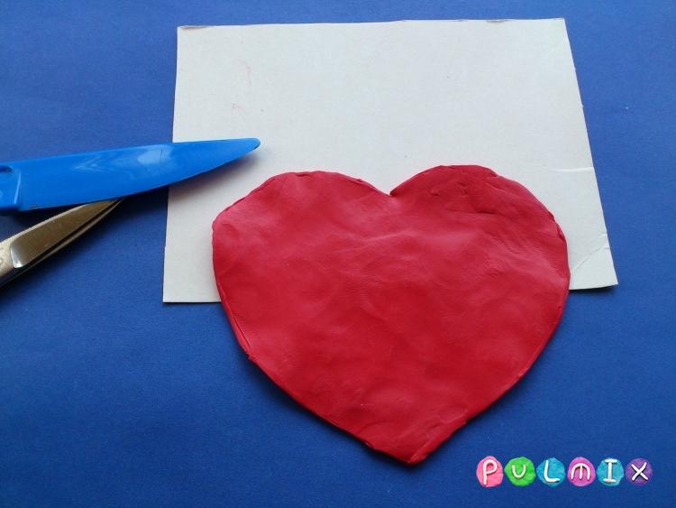 Как слепить валентинку с цветочным орнаментом из пластилина - шаг 1