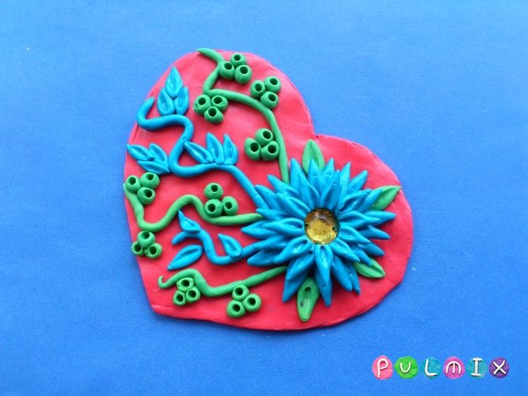 Как слепить валентинку с цветочным орнаментом из пластилина - шаг 10