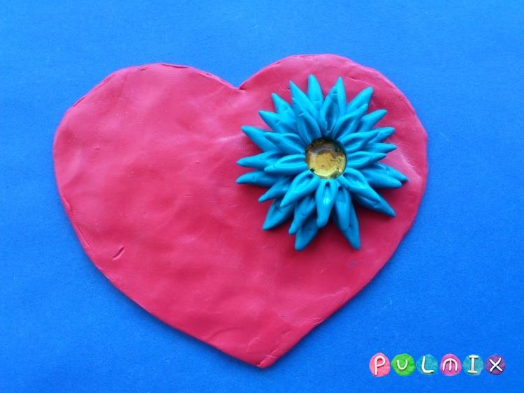 Как слепить валентинку с цветочным орнаментом из пластилина - шаг 7