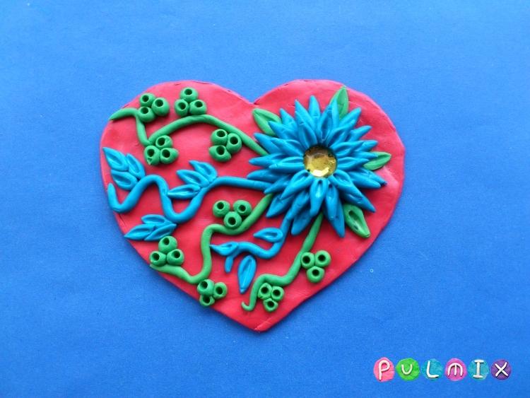 Как слепить валентинку с цветочным орнаментом из пластилина - шаг 9