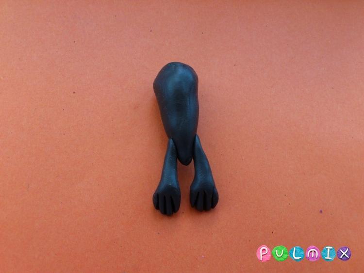 Как слепить летучую мышь на Хэллоуин из пластилина поэтапно - шаг 3