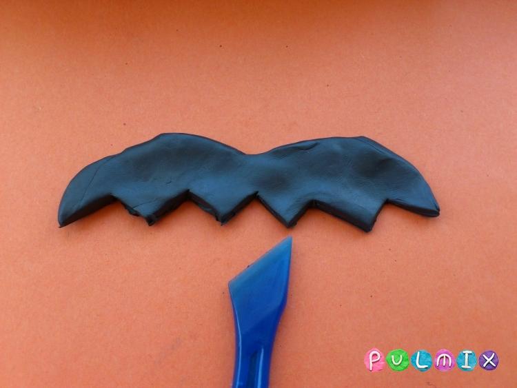 Как слепить летучую мышь на Хэллоуин из пластилина поэтапно - шаг 5