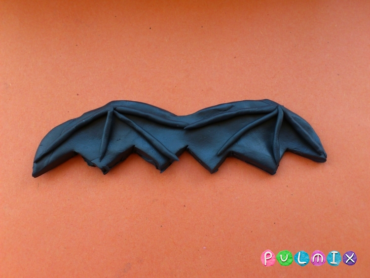 Как слепить летучую мышь на Хэллоуин из пластилина поэтапно - шаг 6