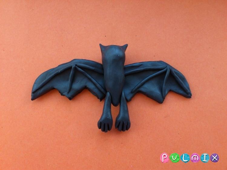 Как слепить летучую мышь на Хэллоуин из пластилина поэтапно - шаг 7