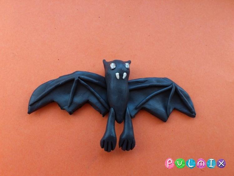 Как слепить летучую мышь на Хэллоуин из пластилина поэтапно - шаг 8