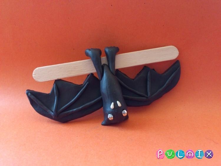 Как слепить летучую мышь на Хэллоуин из пластилина поэтапно - шаг 9