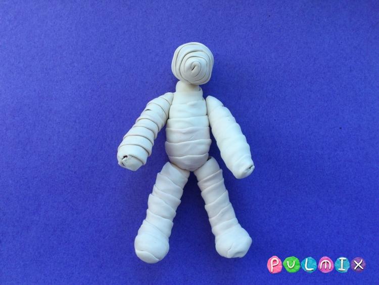 Как слепить мумию на Хэллоуин из пластилина поэтапно - шаг 7