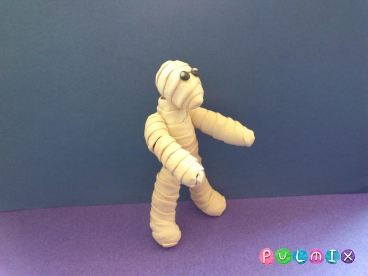 Как слепить мумию на Хэллоуин из пластилина поэтапно - шаг 9