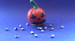 Как слепить тыкву на Хэллоуин из пластилина поэтапно