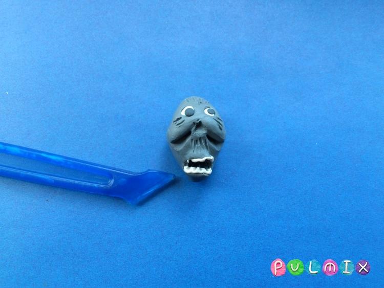 Как слепить зомби в гробу на Хэллоуин из пластилина поэтапно - шаг 8